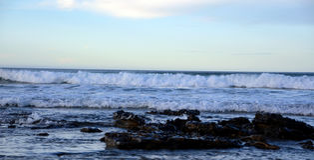 Seascape от пляжа Лансароте Caleta de Famara Канарские островы Испания стоковое изображение