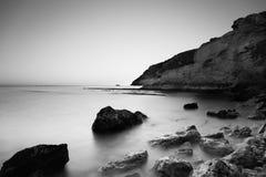 Seascape долгой выдержки в Испании черно-белой Стоковое Изображение RF