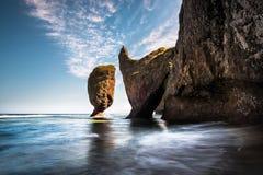 Seascape с гигантскими утесами Стоковое Изображение RF