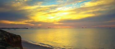 Seascape с красочным заревом и облаками Стоковые Изображения RF
