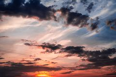 Seascape с небом захода солнца голубым и желтым стоковые изображения rf