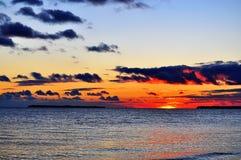 Seascape с островом и облаками Стоковое Изображение RF