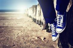 Seascape с расслабляющим подростком Стоковые Фото