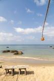 Seascape с табуретками и фонариком стоковое фото rf
