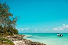 seascape тропический Вода и шлюпка бирюзы стоковое изображение rf