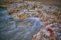 Seascape - утесы с мыть развевают на Nightcliff, северных территориях, Австралии Стоковые Фото