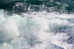 seascape Att krascha vinkar i haven Royaltyfri Foto