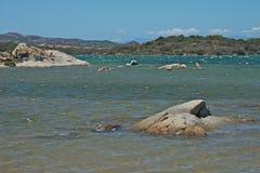 Seascape av ön av Caprera med det blåa havet Fotografering för Bildbyråer