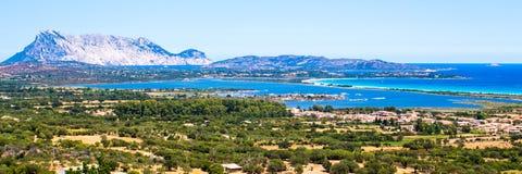 Seascape av den orientaliska kusten av Sardinia, Italien Royaltyfria Bilder