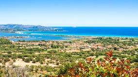 Seascape av den orientaliska kusten av Sardinia, Italien Royaltyfri Foto