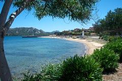 Seascape av stranden för Cannigione ` s Arkivbild