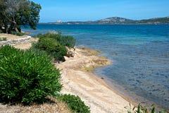Seascape av stranden för Cannigione ` s Royaltyfri Bild
