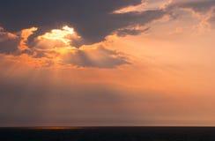 Seascape bonito com nascer do sol morno alaranjado Fotografia de Stock Royalty Free