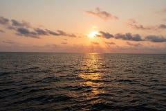 Seascape bonito do navio ou da embarcação Abra o oceano foto de stock royalty free