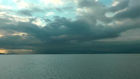 Seascape bonito do por do sol, paisagem do nascer do sol vídeos de arquivo