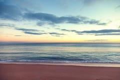 Seascape bonito, por do sol pelo oceano, com tonificação retro foto de stock royalty free