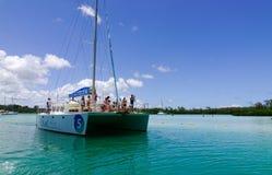 Seascape com água de turquesa no dia ensolarado Foto de Stock Royalty Free
