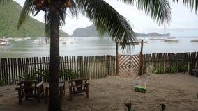 Seascape com ilha, montanhas, barcos na água Fotografia de Stock