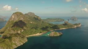 Seascape com o EL tropical Nido das ilhas, Palawan, Filipinas video estoque