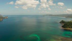 Seascape com o EL tropical Nido das ilhas, Palawan, Filipinas filme
