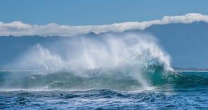 Seascape com onda grande fotografia de stock royalty free
