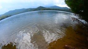 Seascape com ondas e praia da areia video estoque