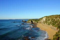 Seascape com os céus azuis desobstruídos Fotos de Stock Royalty Free