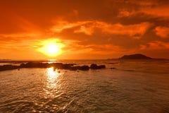 Seascape do por do sol e vulcão, Cheju Island fotos de stock