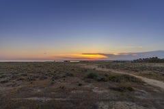 Seascape do por do sol da praia de Salgados em Albufeira, o Algarve Fotografia de Stock