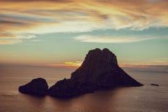Seascape do por do sol na ilha do Es Vedra, Ibiza, Baleares, Espanha - imagem foto de stock royalty free