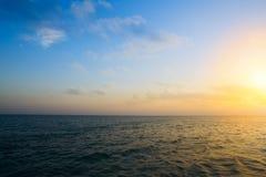 Seascape do por do sol do verão com horizonte largo do céu e do mar Foto de Stock