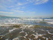 Seascape för bakgrund för horisont för havvåg sommar för blå sky kalkon Arkivfoton