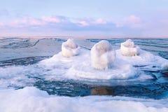 Seascape fantástico do inverno no mar Báltico fotografia de stock