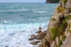 Seascape Grandes ondas e espuma do mar adriatic fotografia de stock