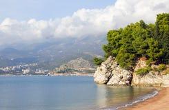seascape härliga sikter av de steniga klipporna Royaltyfri Fotografi