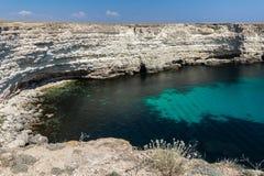 Seascape härliga sikter av de steniga klipporna till havet, Tarhankut, Krim, Ukraina arkivbilder