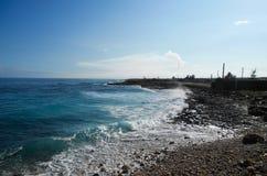 Seascape i Januari på kusten av Kuban Arkivfoto