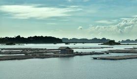 Seascape i mummel skäller länge, Vietnam arkivfoto