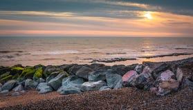 Seascape i söderna av England, Rottingdean strand Arkivbild