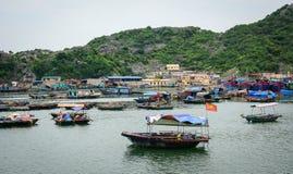 Seascape kotów półdupków wyspa w Haiphong, Wietnam Zdjęcia Stock