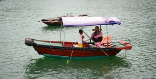 Seascape kotów półdupków wyspa w Haiphong, Wietnam Zdjęcia Royalty Free
