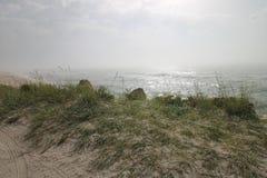 Seascape lös strand, havvågor Royaltyfri Fotografi