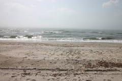 Seascape lös strand, havvågor Royaltyfria Foton