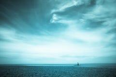 Seascape latarnia morska i chmury zdjęcia royalty free