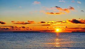 Seascape med ön och moln Royaltyfria Bilder