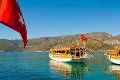 Seascape med en flagga av Turkiet Fotografering för Bildbyråer