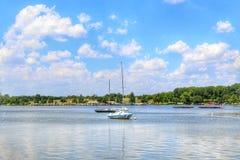 Seascape med en lyxig yacht arkivfoto