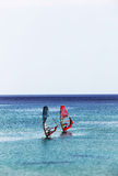 Seascape med ett par av vindsurfar, miniatyren Arkivbilder
