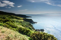 Seascape med klippan i terceria royaltyfri foto
