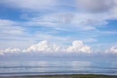 Seascape med molnet Arkivbilder